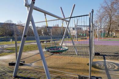 Der Kletter- und Schaukelpark in den Bunten Gärten an der Augustusburger Straße wurde am Mittwoch abgesperrt.