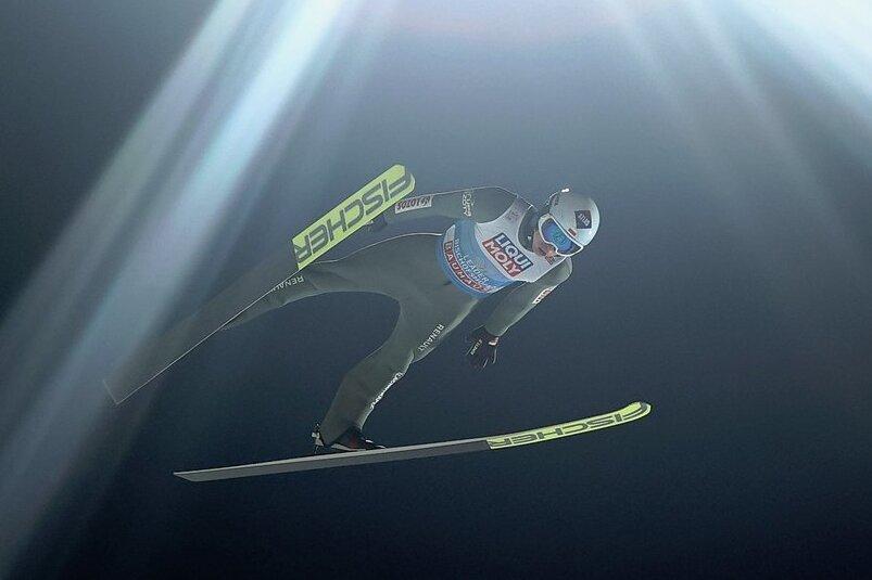 Skisprungästhet Kamil Stoch flog in Bischofshofen zum dritten Mal auf den Tournee-Thron.