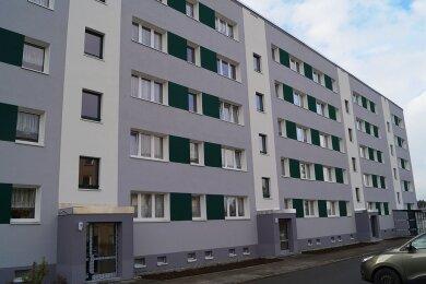 Die 2014/15 für zwei Millionen Euro erfolgte Sanierung des Neubaublocks Hammerbrücker Straße 7 G-K (Foto) inTannenbergsthal war ein Großprojekt für die Gemeinde Muldenhammer.