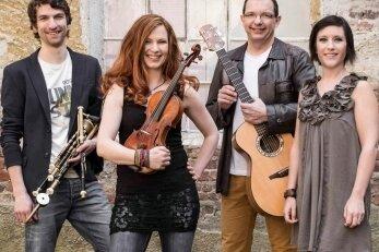 Die Band Cara spielt in Lichtentanne auf