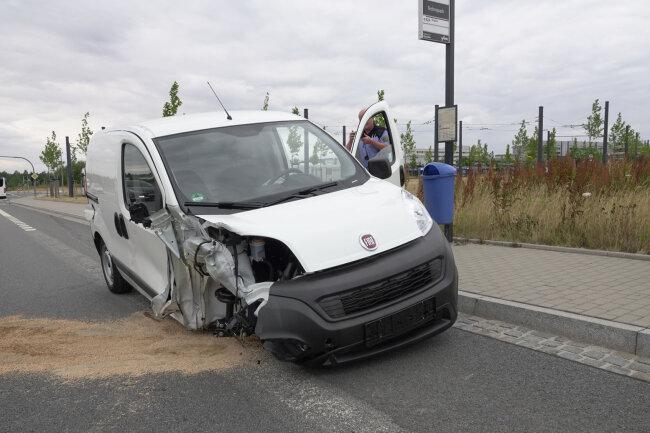 Beim Unfall verlor der Fiat ein Rad.