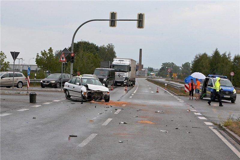Behinderungen auf Umgehungsstraße in Glauchau nach Unfall