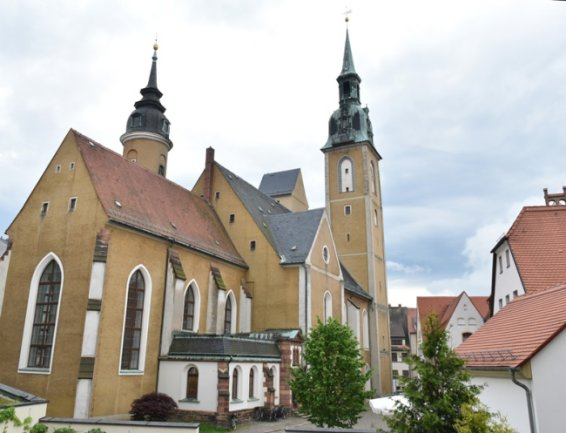 Die Skulpturen der nackten Frauen werden in der Petrikirche in Freiberg gezeigt.