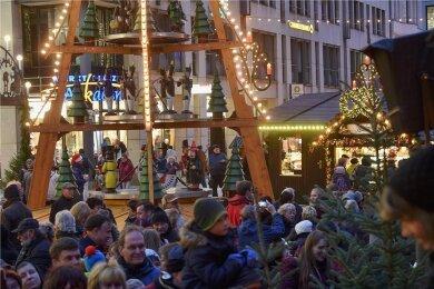 Weihnachtsmärkte wie hier in Chemnitz gehören zur Identität der Sachsen, nicht nur im Erzgebirge. Sie sollen trotz Corona stattfinden.