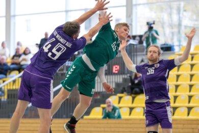 Mit Moral und Kampfgeist weiter: Die Handballer der HSG Freiberg III um Marc Schreiber stehen nach dem 29:28-Sieg gegen die BSG Wismut Aue in Runde 2 des Bezirkspokals. Schreiber steuerte drei Tore bei.