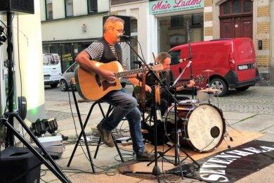 Andreas Groth und Michael Müller beim Auftritt vor Conny's Bar.