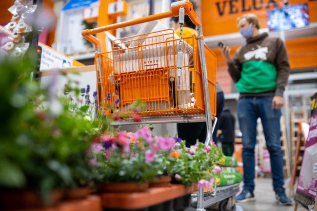 Gartenabteilung erst auf, nun doch zu: Chaos bei Baumärkten in Sachsen