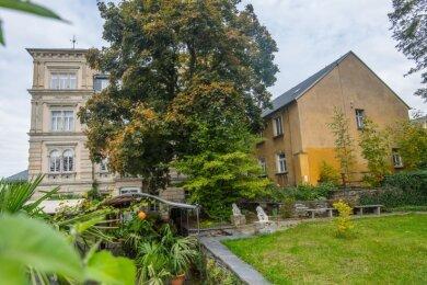 Das Nebengebäude (rechts) der Austelvilla wird bald verschwunden sein. Es wird abgerissen. Dadurch kommt das historische Gebäude künftig besser zur Geltung.