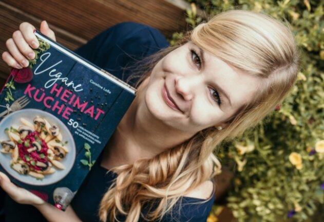 Caroline Loße hat ein veganes Kochbuch geschrieben, welches sie an ihre Kindheit erinnert.
