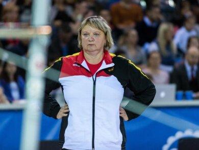 Dabei bittet die seit zwei Monaten suspendierte Trainerin der Olympia-Dritten Sophie Scheder um Unterstützung bei Zypries, um Einsichtnahme in den Untersuchungsbericht zu erhalten.