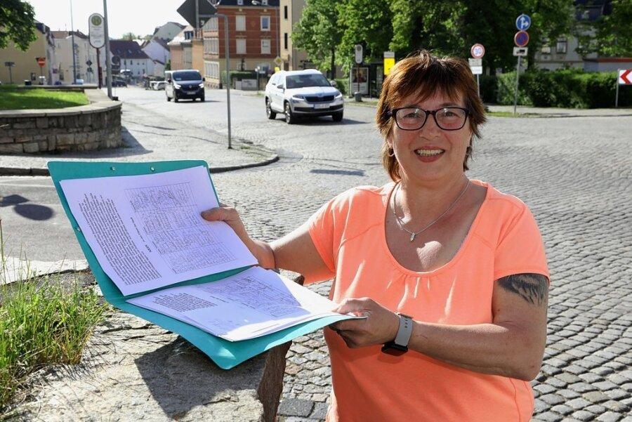 Ines Riedel hat 260 Unterschriften als Protest gegen die Pläne zur Umgestaltung der Plätze am Weberbrunnen gesammelt.