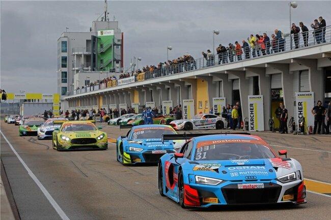 Vergangenes Jahr drehten die Boliden der ADAC-GT-Masters auf dem Sachsenring vor mehr als 30.000 Zuschauern ihre Runden. Ob dieses Jahr überhaupt Fans auf den Rängen sein dürfen, ist offen.