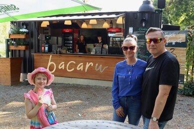 """Zu den Gästen am Imbiss nahe des Schwanenteiches gehörte in dieser Saison auch Familie Weiser mit ihrer Tochter Leonie. Das """"Bacaru"""" ist seit langer Zeit wieder ein Versuch, die Park-Gäste zu versorgen."""