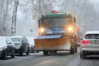 Auf Zwickaus Straßen waren nicht nur Fahrzeuge des Bauhofs, sondern auch private Winterdienste im Einsatz.