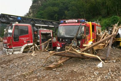 Auch Fahrzeuge der Feuerwehr wurden in Altenahr durch das Hochwasser beschädigt.