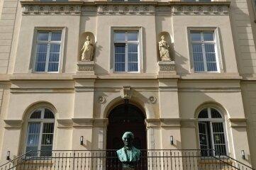 Die Weinholdschule vereint eine Grund- und eine Oberschule in einem Gebäude.