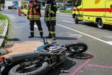 Der Fahrer dieses Motorrads wurde schwer verletzt.