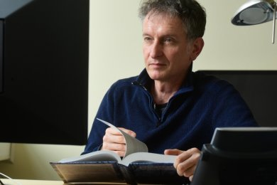 Fred Hamker entwickelt eine Art Hightech-Alarmanlage für Stromnetze.