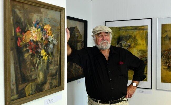 Leo Lessig bei der Eröffnung der neuen Ausstellung in der Stadtgalerie in Frankenberg. Schwerpunkt der Schau ist sein Frühwerk.