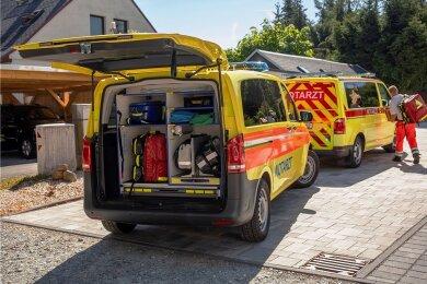Sieben Rettungswagen waren vorsorglich in die Lugauer Wiesenstraße ausgerückt, wo die Kinder bei einer der Erzieherinnen Unterschlupf gefunden hatten.
