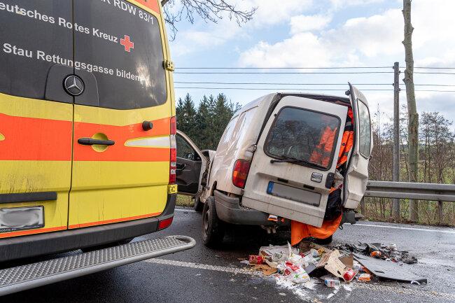 Der Unfall hatte sich kurz nach 13 Uhrin einer S-Kurve Richtung Hirschfeld ereignet.