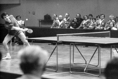 1978, 30. DDR-Einzelmeisterschaft im Tischtennis: Dieter Stöckel von Elektronik Gornsdorf stand in der Berliner Werner-Seelenbinder-Halle im Finale, unterlag damals jedoch Norbert Drescher von Außenhandel Berlin. Danach aber gewann er viermal den Titel.