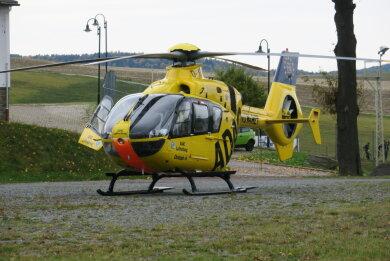 Der Jugendliche wurde mit einem Rettungshubschrauber in ein Krankenhaus gebracht.