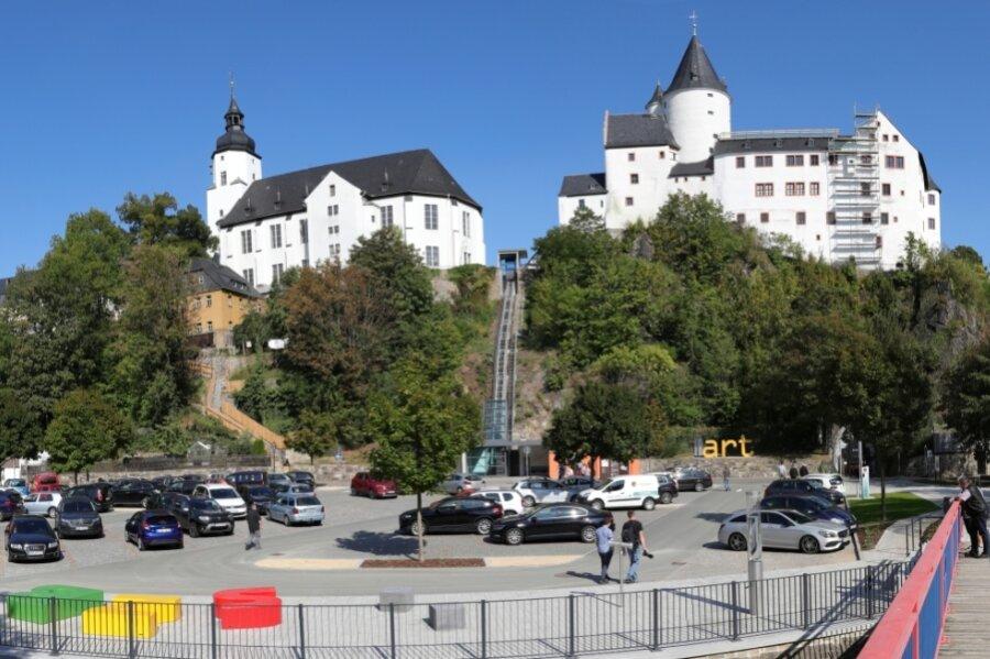 Ankommen, Verweilen, Entspannen: Das ist auf dem Hammerparkplatz am Fuße von Schloss und Kirche in Schwarzenberg für Besucher und Einheimische möglich - nun auch im Ufer- und Aufenthaltsbereich.