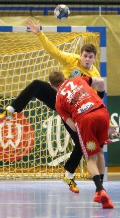Wird sich diesen Freitag wie alle im Auer Team mächtig strecken müssen, um in Dormagen Zählbares zu holen: EHV-Keeper Anadin Suljakovic, hier im jüngsten Heimspiel gegen Lübbecke.