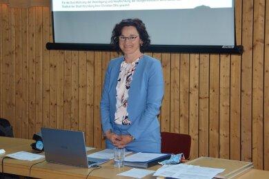 Kirchbergs Bürgermeisterin Dorothee Obst (Freie Wähler) ist auf der Stadtratssitzung am Dienstag für ihre zweite Amtszeit vereidigt worden.