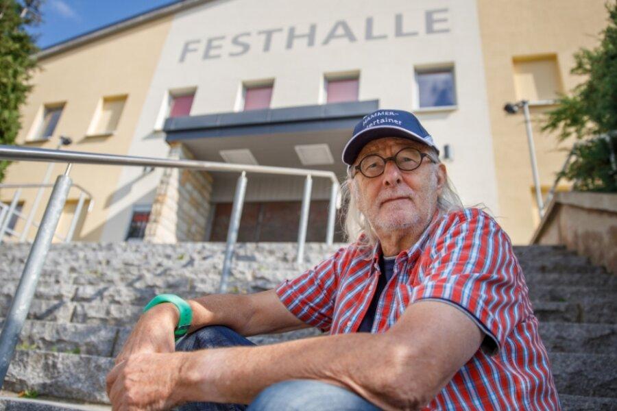 Vor 45 Jahren erhielt Hubert (Hammer) Müller seine Einstufung zum Schallplattenunterhalter. Als die Deutsche Einheit kam, feiert die Stadt in der Festhalle und der DJ war mittendrin.