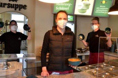 """Im Mittagsimbiss """"Ursuppe"""" können Speisen jetzt auch in umweltfreundlichen Mehrwegschüsseln samt Pfandsystem mitgenommen werden."""
