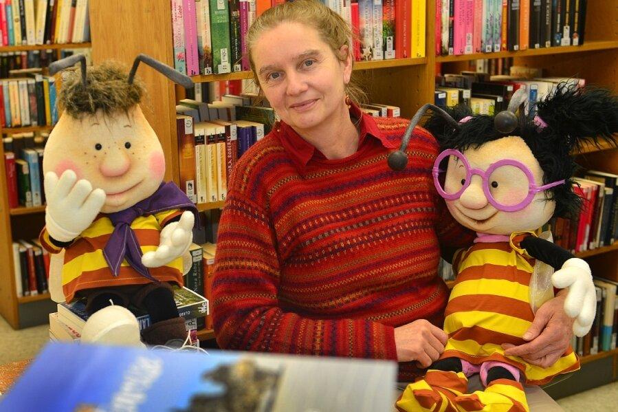 Cornelia Figas soll als Projektkoordinatorin für eine erfolgreiche Zukunft der Gemeindebibliotheken im Landkreis sorgen. Arbeitsort der 56-Jährigen ist die Kreisergänzungsbibliothek in Hainichen. Deren Maskottchen sind die Lesebienchen, entwickelt von Grafikerin Bianka Behrami aus Penig.