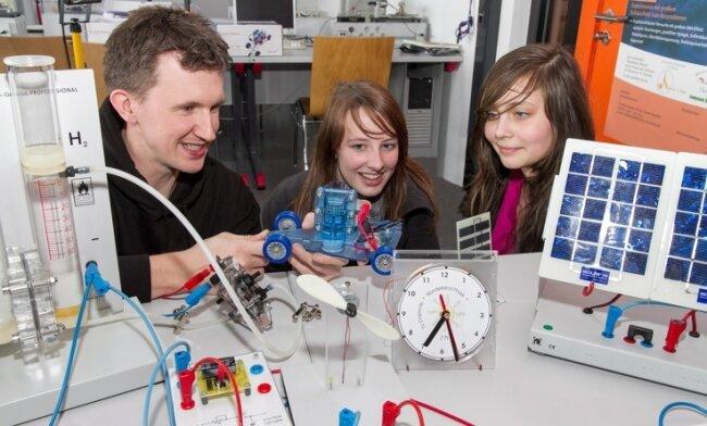 Mit dem Wunderland Physik machte Sascha Gruner an der TU Chemnitz Mädchen auch in vergangenen Jahren vertraut.