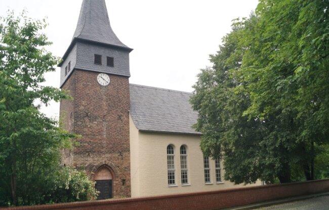 Das Baujahr der alten Kirche ist ungewiss. Möglich ist das späte 14. Jahrhundert. Der Turm ist noch aus dieser Zeit erhalten.