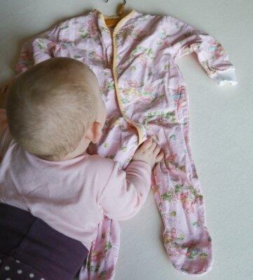 Der Schlafanzug aus DDR-Zeiten wird noch einmal angezogen.