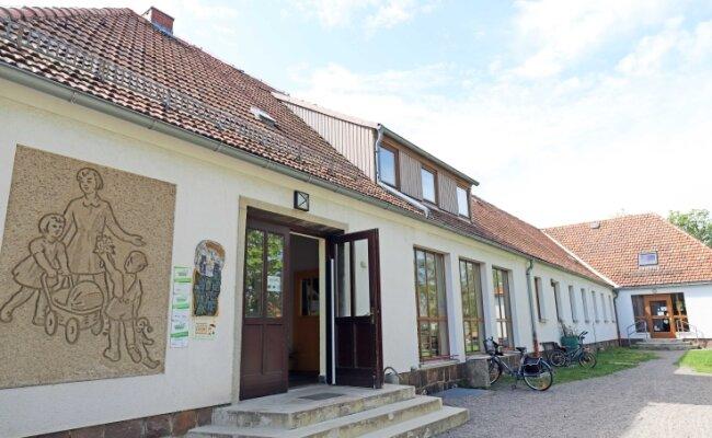 """Existiert seit 1954: Die Kindertagesstätte """"Pusteblume"""" an der Freiberger Peter-Schmohl-Straße. Sie bekommt nun unerwartet einen Neubau.."""