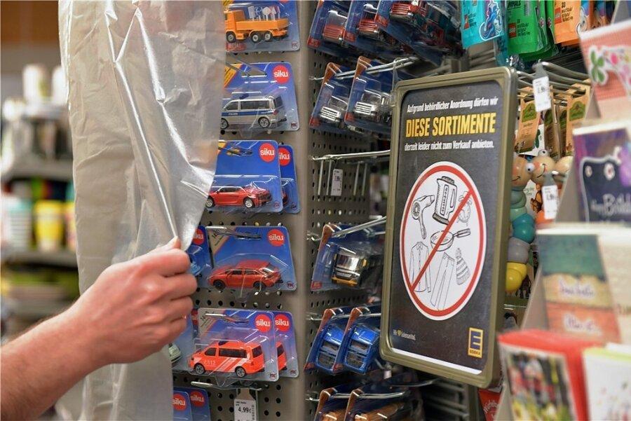 Dürfen Supermärkte Spielzeug verkaufen oder müssen sie die Produkte absperren? Nach einer Änderung der Corona-Schutzverordnung soll der Fall klar sein. Supermärkte dürfen auch Spielzeug verkaufen, wenn Waren des täglichen Bedarfs 50 Prozent des Sortiments ausmachen.