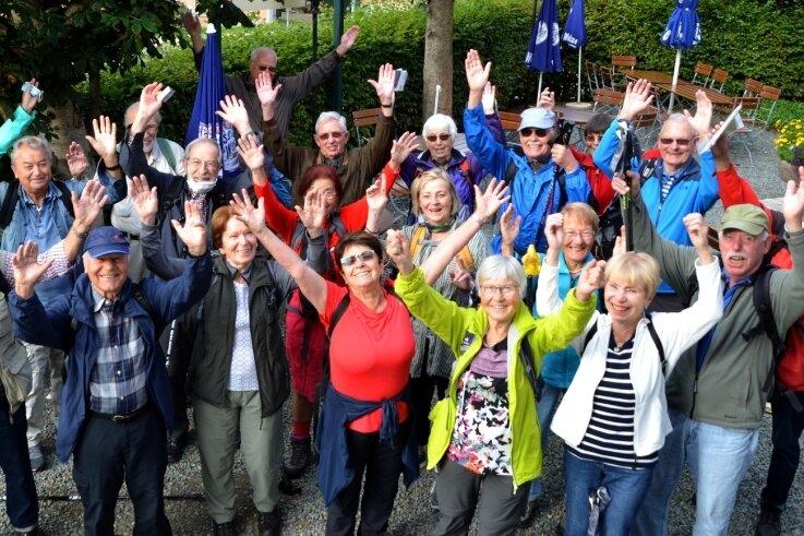 Der Eifelverein aus Berlin hat einen Wanderurlaub im oberen Vogtland verbracht. Die 23 Senioren übernachteten im Landhotel Gasthof Zwota. Den Berlinern hat es so gut in der Region gefallen, dass sie sich im Anschluss bei der Tourismus- und Verkehrszentrale Vogtland bedankten. Die nächste Wanderreise soll ins Nord-Vogtland führen.