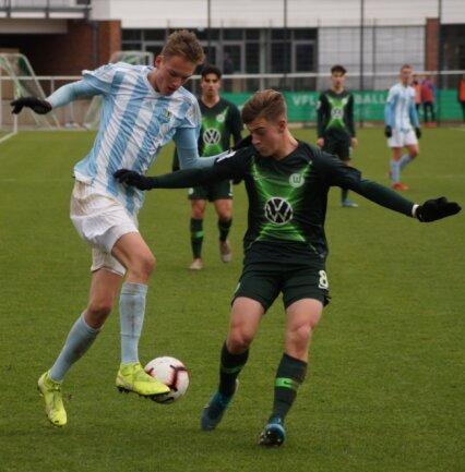 Am Profifußball schnuppern kann Tom Seidel mit dem Chemnitzer FC schon in der Junioren-Bundesliga, wie hier im Dezember 2019 beim 0:3 gegen die B-Junioren des VfL Wolfsburg. Der 18-Jährige hatte einen großen Anteil am Klassenerhalt der Himmelblauen in der vorigen Saison.