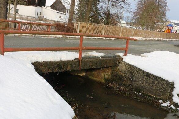 Die Brücke in Unterpirk kann wegen baulicher Mängel in Kürze nur noch eingeschränkt befahren werden.