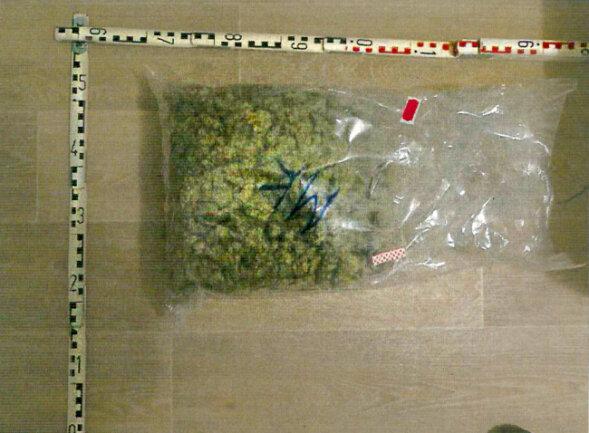 Über zwei Kilogramm an Drogen fanden die Beamten.