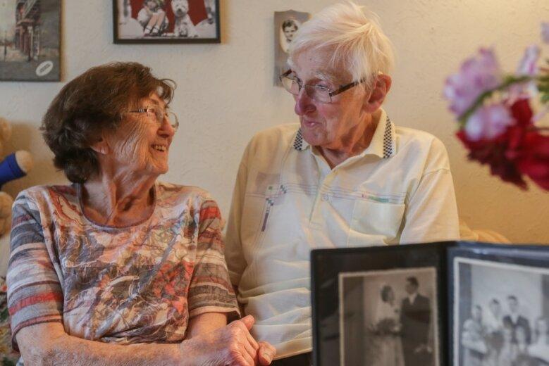 Anette und Werner Herold feiern am heutigen Mittwoch ihre Gnadenhochzeit. Seit 75 Jahren sind sie ein Paar, seit 70 Jahren verheiratet.