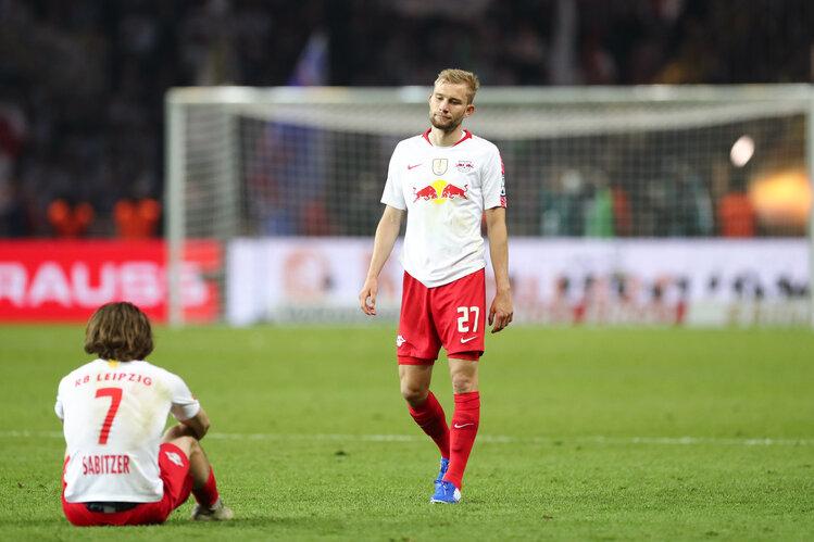 Marcel Sabitzer und Konrad Laimer (r) von Leipzig sehen enttäuscht aus nach dem Spiel.