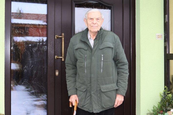 Heinz Heinke ist 93 Jahre alt und auf Hilfe angewiesen.