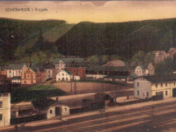 Vor genau 100 Jahren ist diese Ansichtskarte aus Schönheide abgestempelt worden. Adressat war ein Glauchauer.
