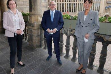 Drei von neun Aufsichtsräten der Kulturhauptstadt GmbH: OB Sven Schulze als Vorsitzender, Stellvertreterin Micaela Schönherr (rechts) und CDU-Kommunalpolitikerin Almut Patt als Vertreterin des Stadtrats.