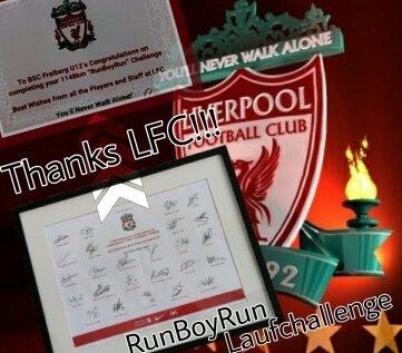 Vom FC Liverpool gab es als Dankeschön Autogramme.
