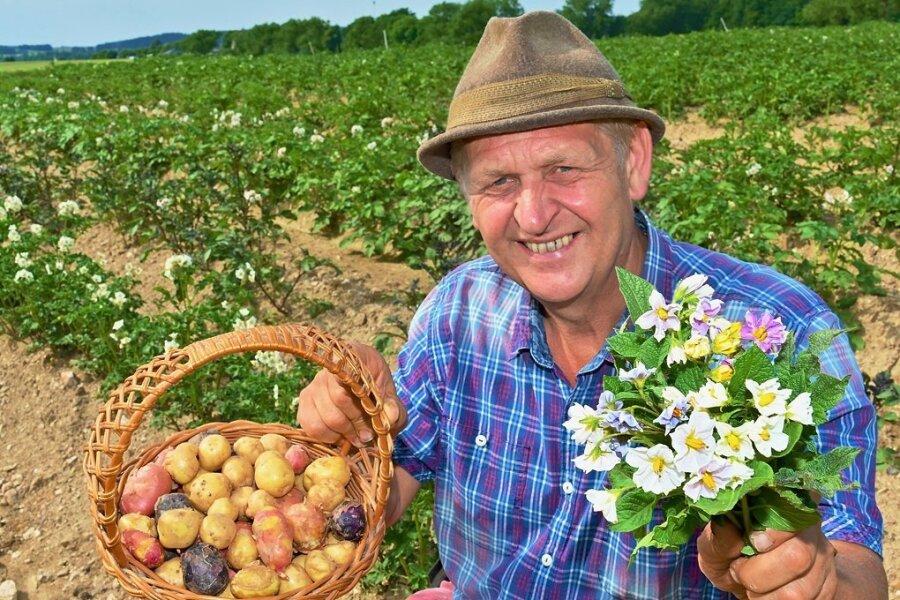 Ulrich Gündel liegen die Kartoffeln auch nach Corona am Herzen. Jetzt lädt er zum Kartoffelblütenfest.