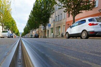 Die momentan stillgelegten Gleise auf der Bahnhofstraße sollen in Zukunft eine Querverbindung zur Werdauer Straße bekommen.